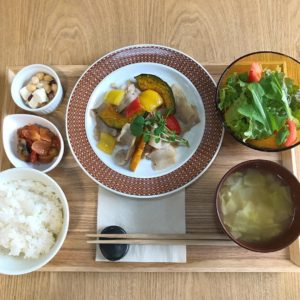 ロジェ食堂 岡田町店 彩り野菜と豚肉の塩麹炒め