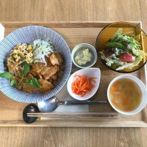 ロジェ食堂 岡田町店 豚肉のビビンバ丼